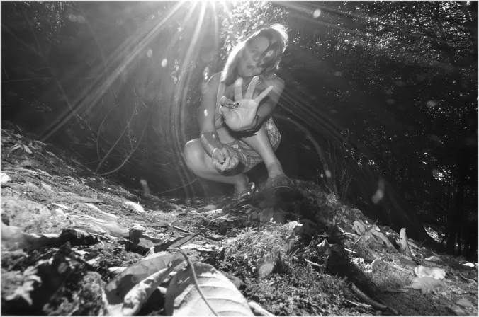 in het bos zelfportret met nabewerking
